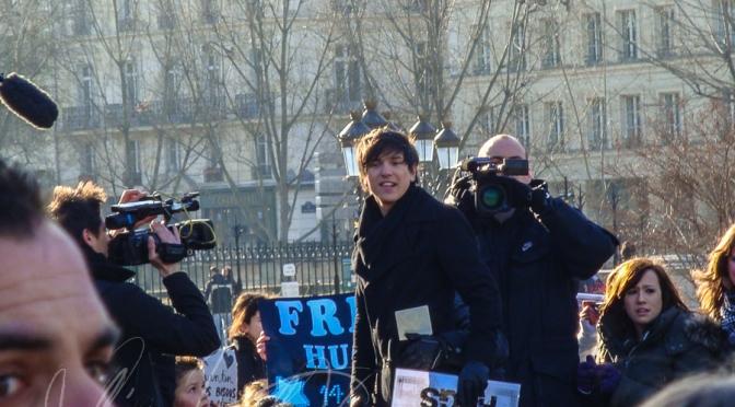 Quentin Mosimann Rassemblement devant Notre Dame de Paris